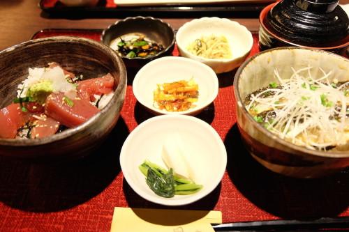 ヅケ丼といわしの蒲焼き丼のセット